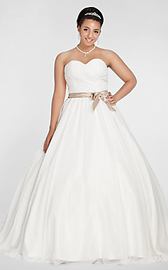 Ball Gown Sweetheart Chapel Train Chiffon Plus Size Wedding Dress
