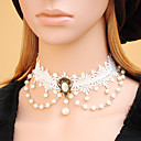 Donna gotica strati White Lace Piccola collana di perle